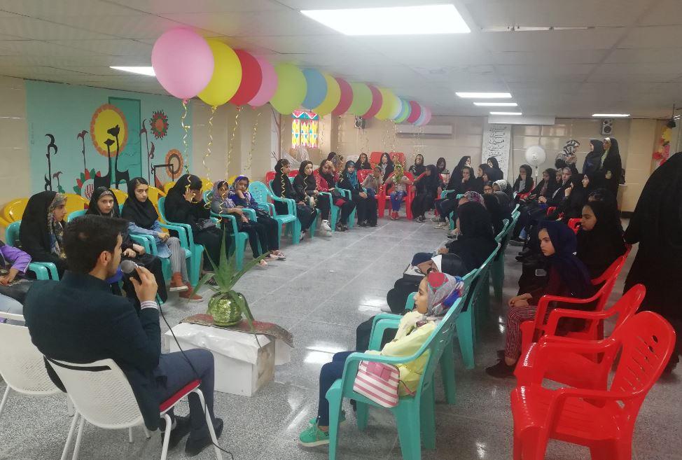 به مناسب میلاد حضرت معصومه(س) جشن با حضور دانش آموزان دختر جهرم برگزار شد